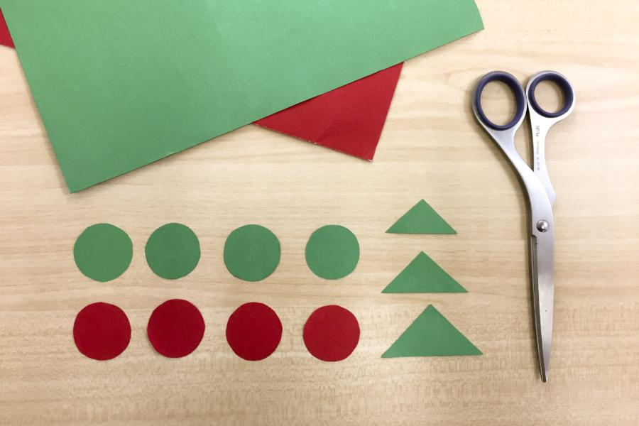 アルバム作り方:画用紙をかたちに切る