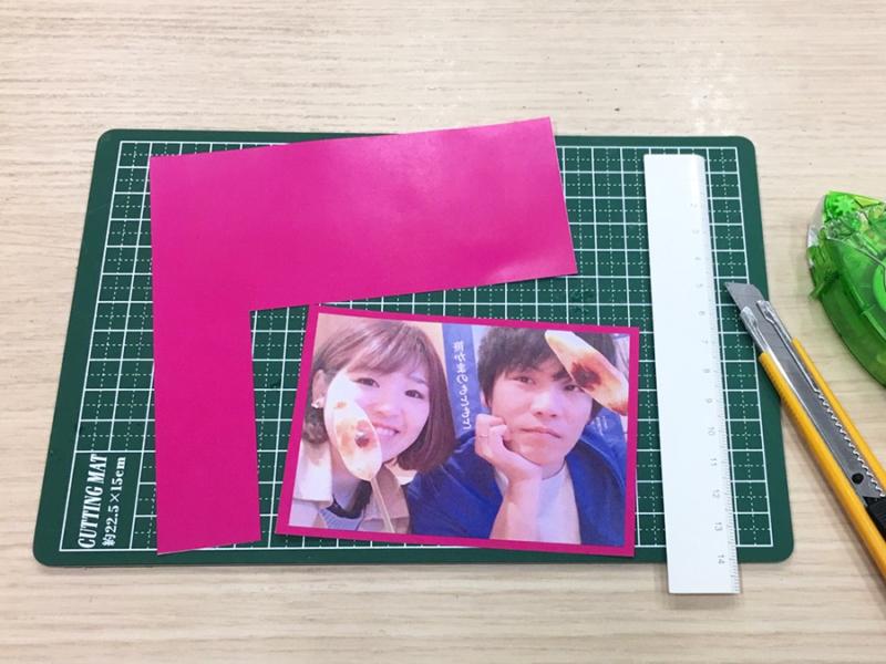 アルバム作り方:写真の下に紙を貼る