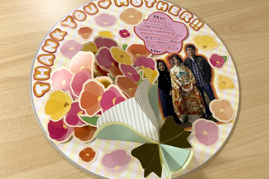 貼るだけでかわいい!母の日の花束ボード