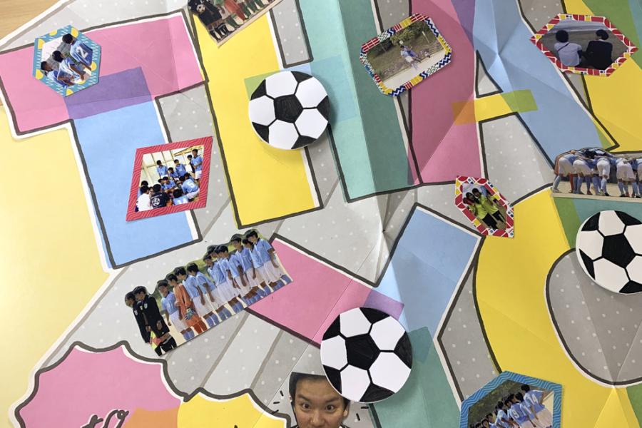 アルバム作り方:サッカーボールのメッセージカードを貼る