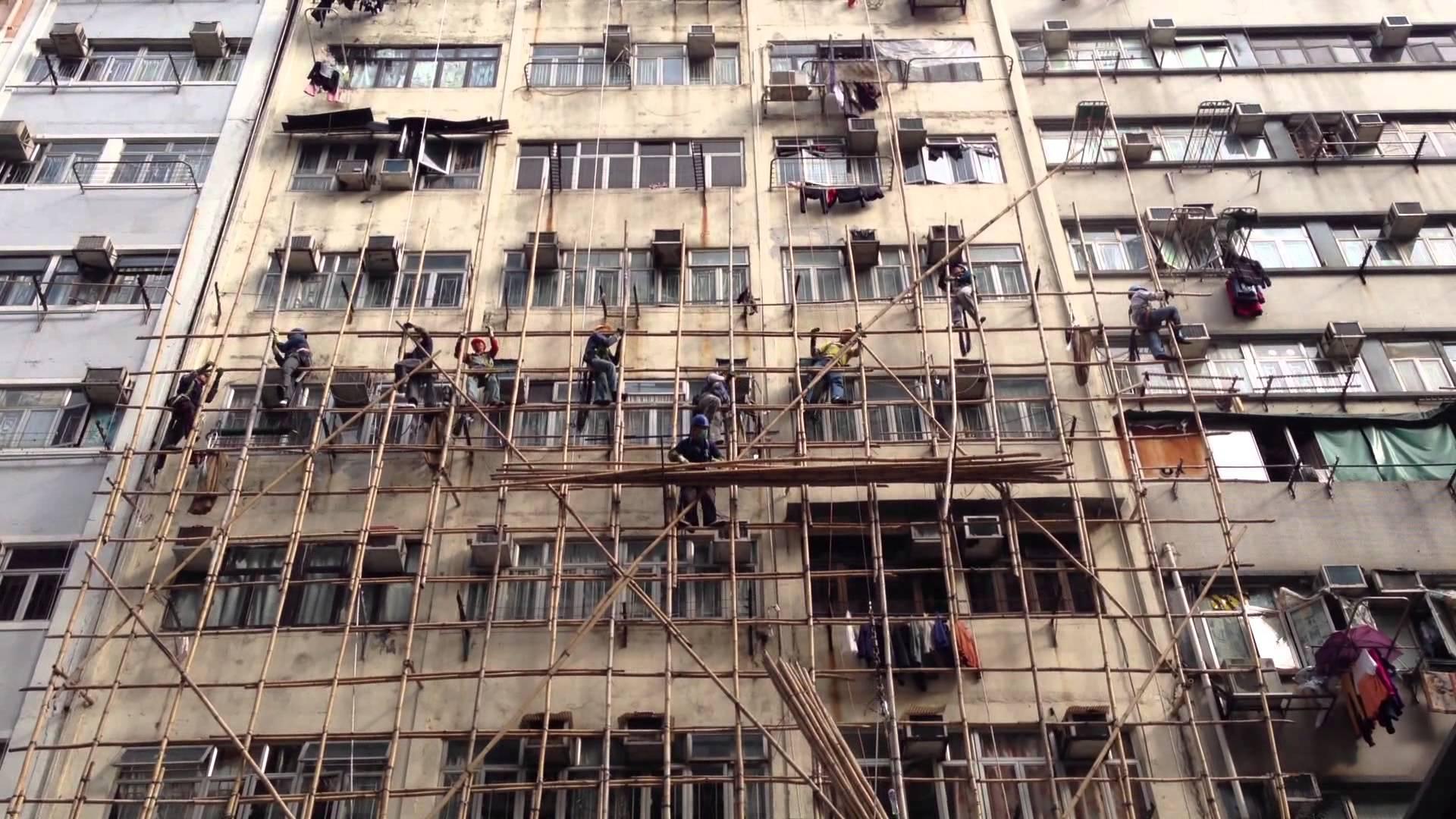 香港の工事現場の足場は竹