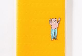 ワンポイントのアップリケ付きAIUEO手帳