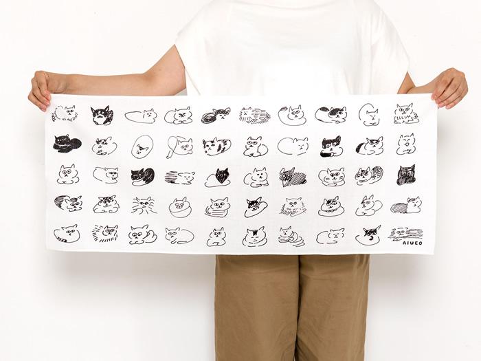 50匹の猫のイラストがデザイン