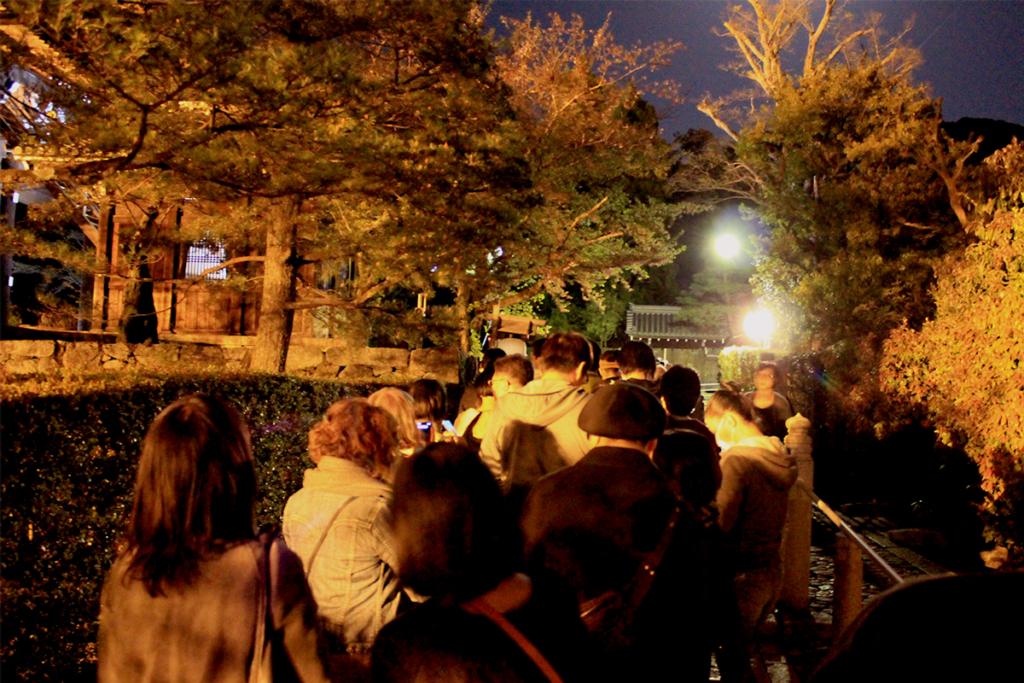 ミッドナイト念仏に並ぶ行列