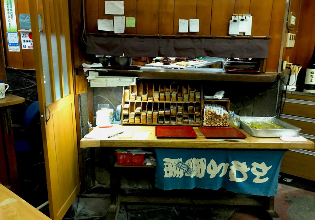 京極かねよ店内
