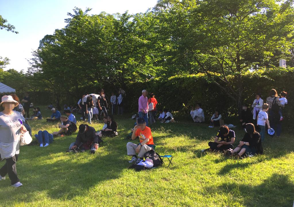 葵祭 上賀茂神社 観光客 芝生